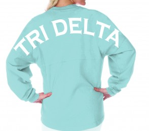 This oversized pullover is the perfect way to show team spirit!